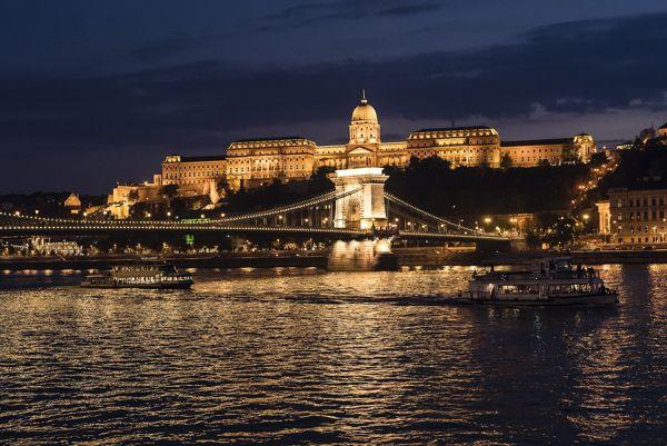 Paseos En Barco Con Cena Budapest Hungarotour
