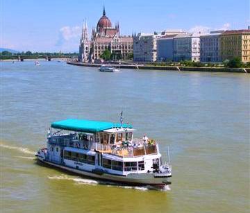 Barcos Transporte Público En Budapest Hungarotour